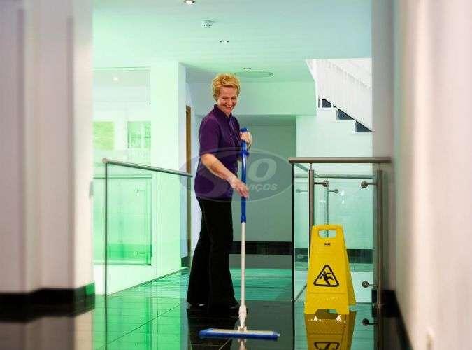 Limpeza terceirizada em clínicas - Foto: 1