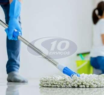 Foto: Serviço de limpeza em instituições de ensino na cidade de Guarulhos/SP
