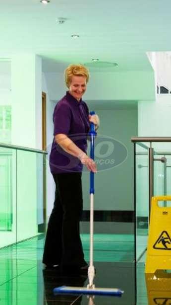 Foto: Limpeza terceirizada em clínicas