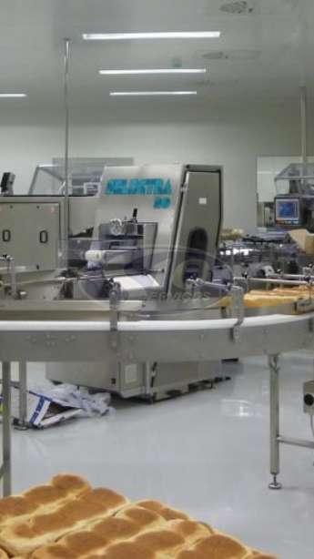 Foto: Limpeza terceirizada em indústrias