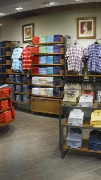 Foto: Limpeza terceirizada em lojas
