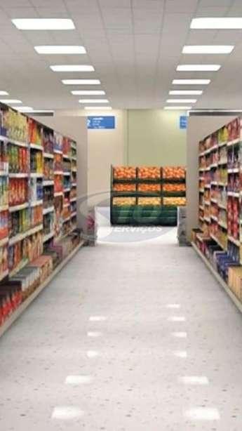 Foto: Limpeza terceirizada em supermercados