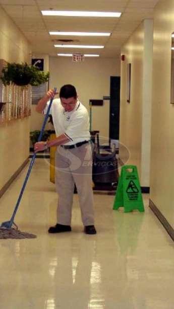 Foto: Limpeza terceirizada em universidades